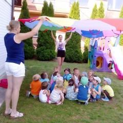 Letnie zabawy w ogrodzie przedszkolnym
