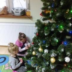 Ubieramy choinkę na spotkanie ze Świętym Mikołajem